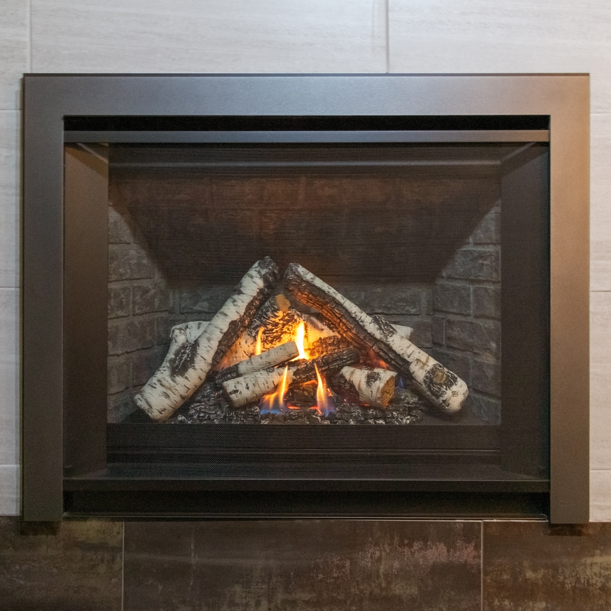 Valor H3 - · Direct Vent Gas Fireplace - 25,000 BTU· Charcoal Brick Firebox Panels· Birch Logs· Clearview Front - Vintage Iron· Three Sided Backing Plate· Maxitrol Remote Control· Fan - Not Include
