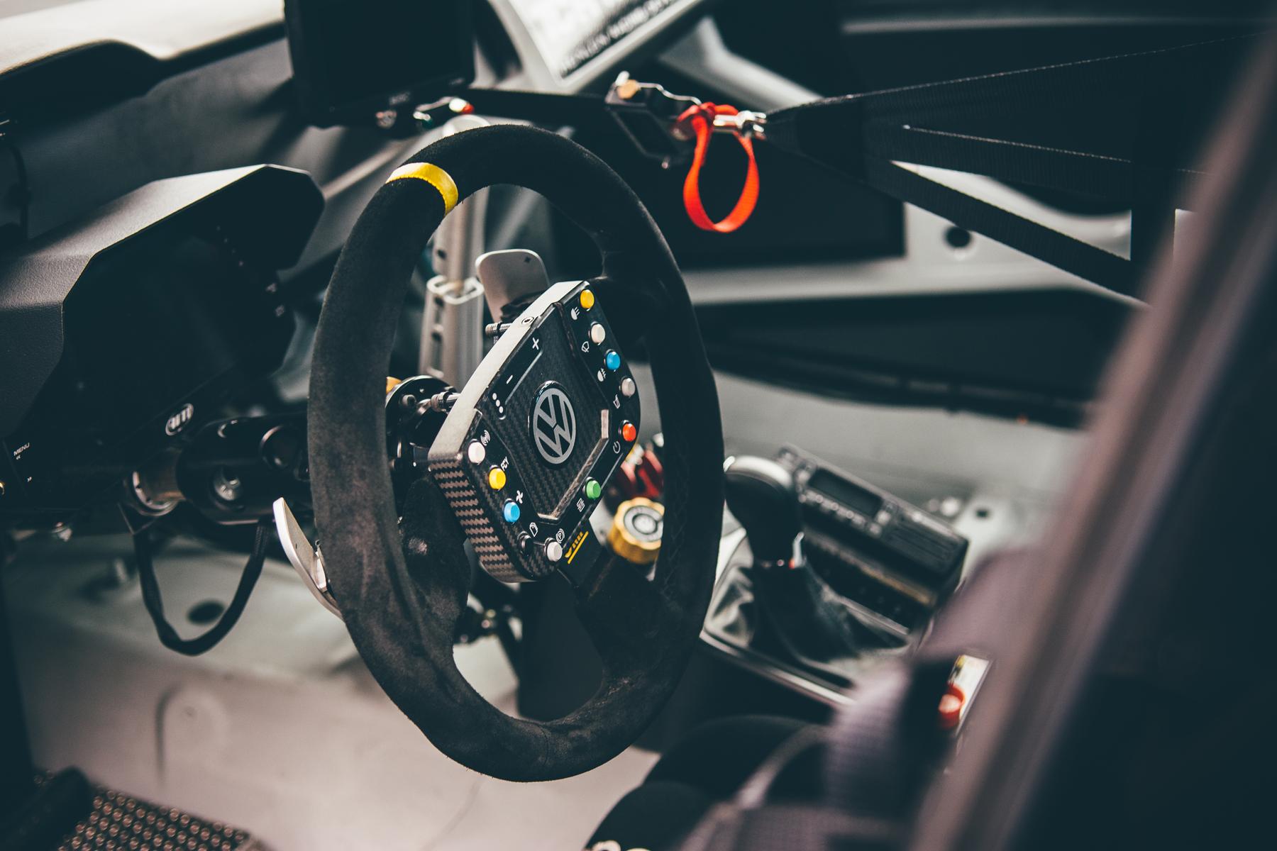 pirelli-world-challenge-pir-fcp-euro-mk7-volkswagen-gti-tcr-02.jpg