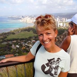 Julie : Born to Travel