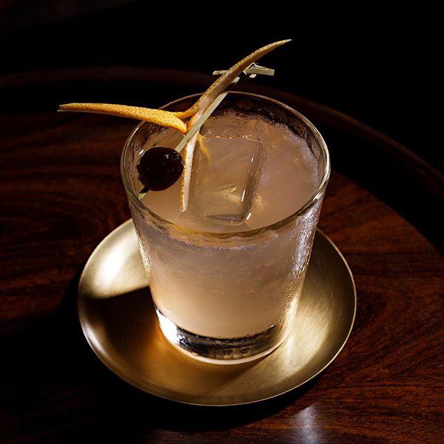 Ordem e Prosseco é nosso cocktail feito com cachaça, espumante seco, Calvados, grapefruit e limão Taiti. Refrescante, cítrico, imperdível! #ordemeprosseco #cocktail #bardocofre #subastor #farolsantander