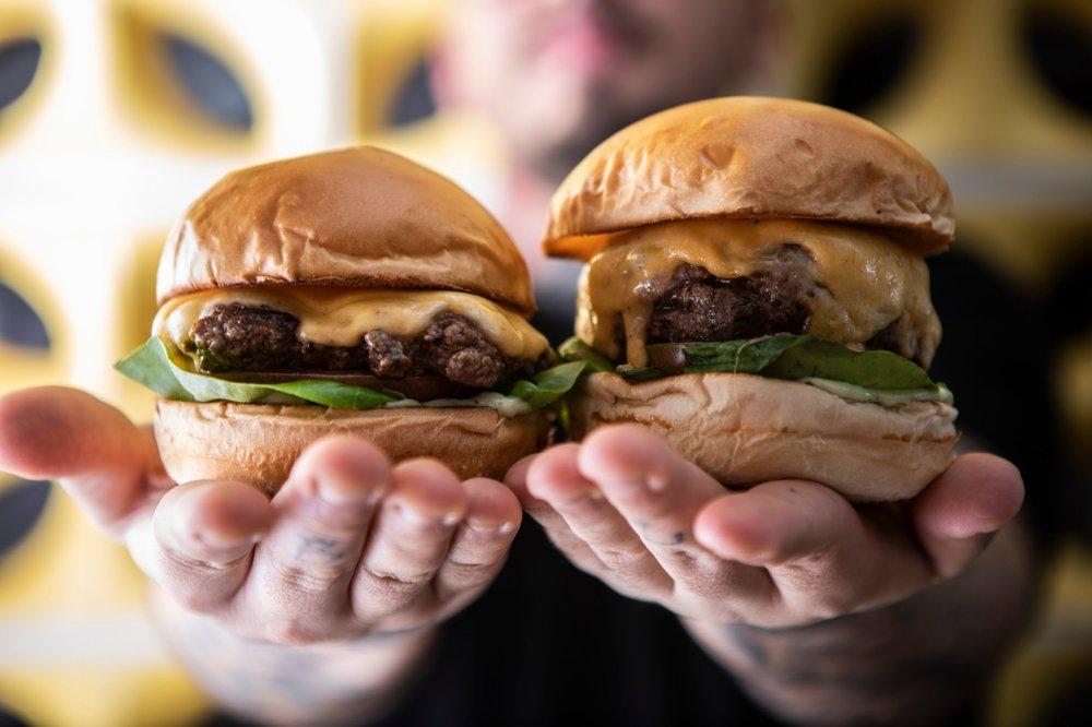 lanchonete-da-cidade-home-hamburguers-duplo.jpeg