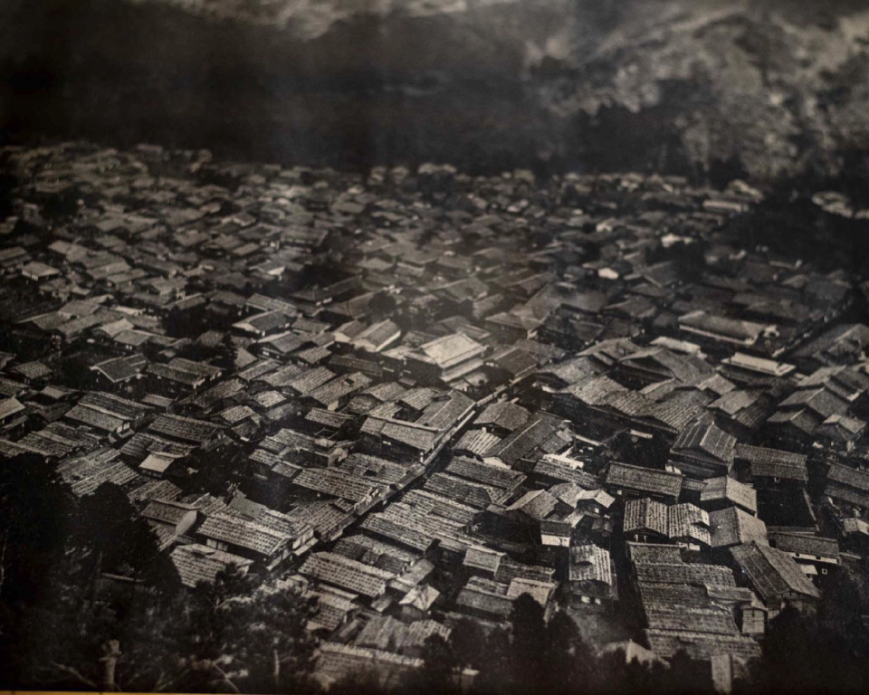 If you look closely, you can see the wooden shingle roofs in Yamanaka, a town 3 miles downstream of Wagatani. Taken at some point between 1920 - 1931.