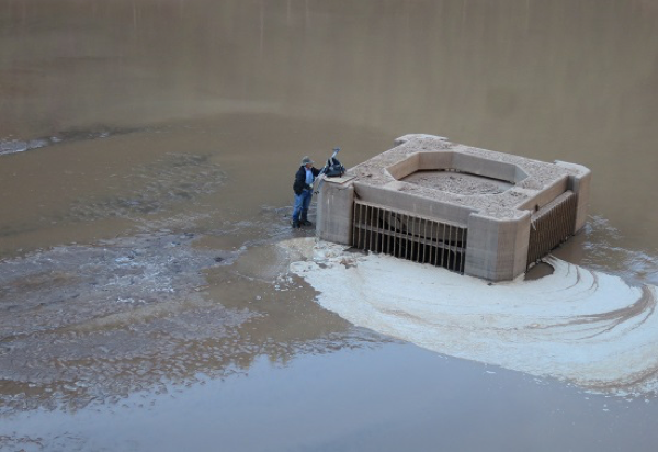 By 2014 sediment reached the top of the intake, partially clogging the water outlet for irrigation. Image: Bureau of Reclamation