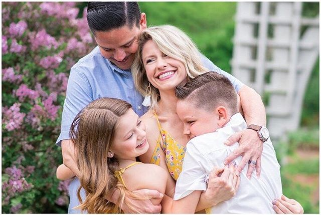 Goodwin family session last night was pure joy and magic! Check out more of my favorites over on the blog! Link in profile 🌼⠀ .⠀ .⠀ .⠀ #columbusohiophotographer #familyphotos #familygoals #photography #familyphotography #familytime #ohiophotographer #studioayla #studioaylaphotography #studioaylafamily #homesweethome #inhomesession #theloveofamother #familyphotographer #columbusfamilysession #franklinparkconservatory