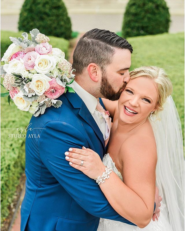 Wishing this cute couple a happy honeymoon as they head to Florida today!! Their wedding on Saturday was a dream and I love all their sneak peeks! Check them out on my Studio Ayla Facebook page 🌼⠀ .⠀ .⠀ .⠀ #weddingwire #theknotohio #therisingtidesociety #twobrightlights #columbusweddingsmagazine #headoverheels #theinspiredbrideblog #weddingfanatics #theweddingconcierge #perfectweddingguide #bridalguidemagazine #wedding #modernweddings #weddinglovelyblog #laces #laceandloyalty #reveriegallery #ohioweddingphotographer #studioayla #studioaylaweddings #borrowedandblue #weddingchicks #cakeandlaceblog #artfullywed #ohtheheart #vanwertohio #vanwertwedding #vanwertweddingphotography #smalltownwedding #wassenbergartcenter