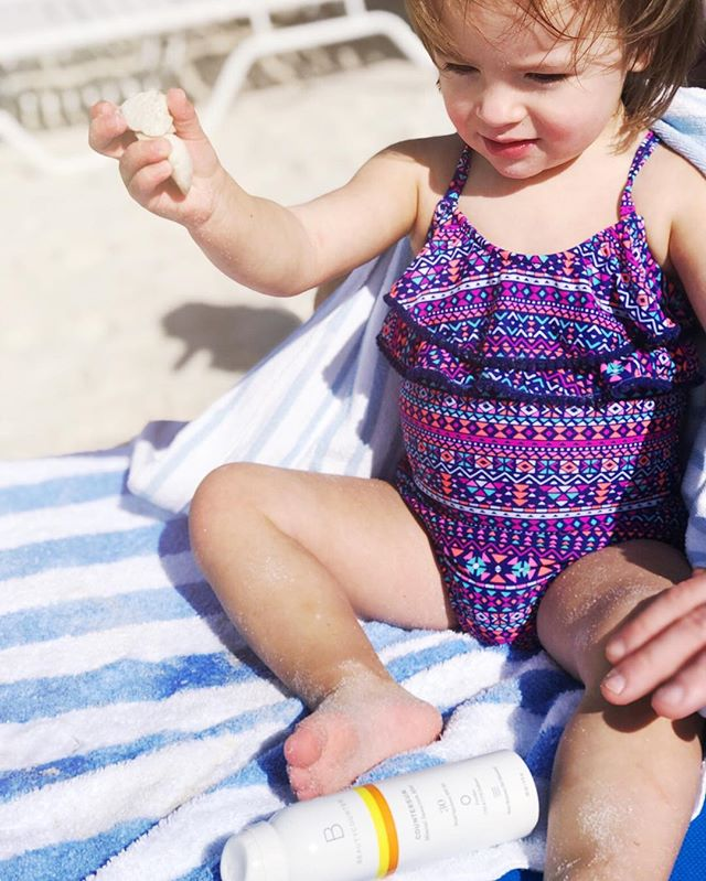 Our favorite sunscreen, good for you, good for the ocean. Traditional sunscreen containing Oxybenzone bleaches the coral! And it serves as an endocrine disrupter. See my stories and see how you can get a travel-sized spray sunscreen for free! ☀️💛🌴🌊🐚