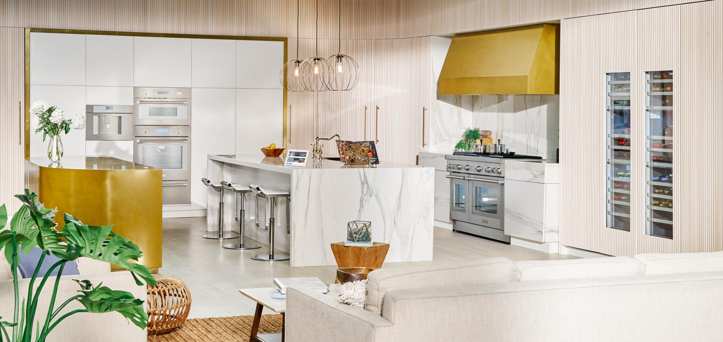 Thermador-30-inch-Pro-WallOven-T36IR900SP-white-kitchen-vignette-3-Edit.jpg