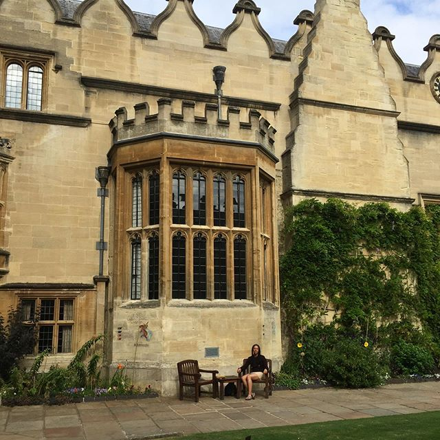 Sitting, Standing + Thinking in the Quad, with some of the smartest and most inspiring people I've met! • Oxford Summer School, 2019