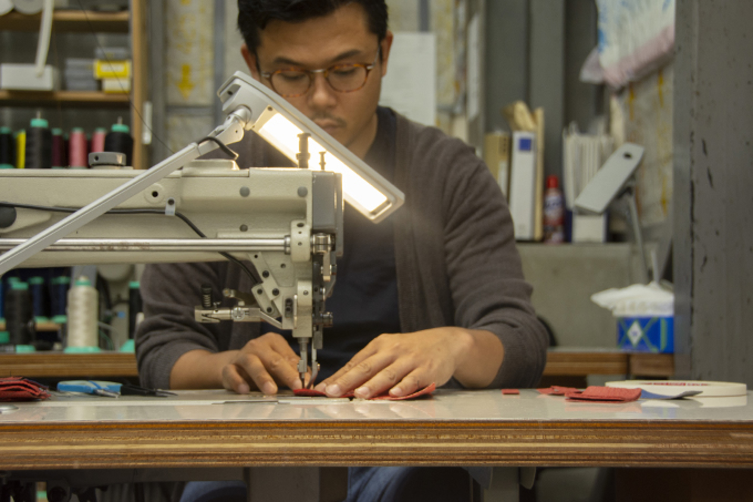 the entire production process skilled Japanese craftsmen are needed.100% made in Japan by local craftsmen. -
