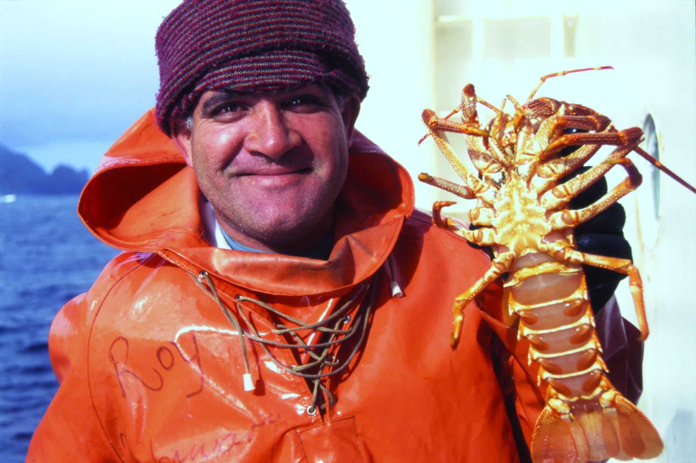 Roy and crayfish (c) Jaco Barendse.jpg