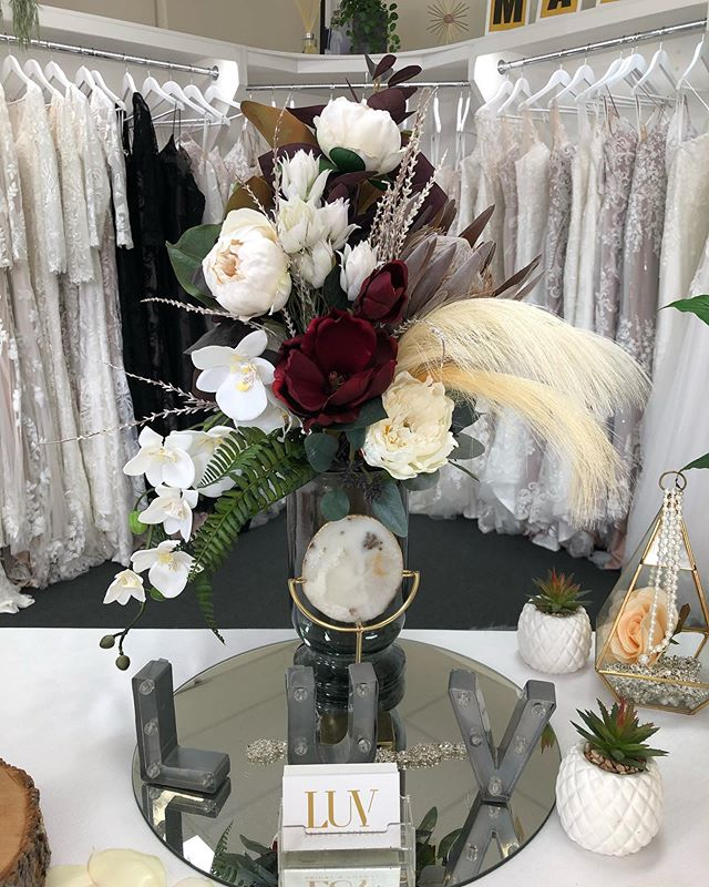 This beautiful winter arrangement is now on display at @luvbridal Brisbane! 😍 . #artificialweddingflowers #artificialflowers #artificialflowerarrangement
