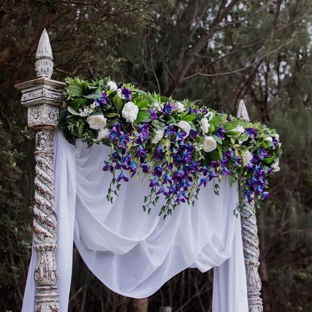 Flashback to this stunning arbour topper created for Alex and Mikayla's wedding at @surfairbeachhotel . Featuring gorgeous galaxy orchids and peony's. We LOVE it!! . Location: @surfairbeachhotel  Photography: @immortalising_moments . #artificialweddingflowers #sunshinecoastwedding #sunshinecoastweddingflorist