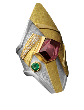 FRIDA | Fine Jewellery. Shield™ Collection, Vala ring. One-of-a-kind ring in sterling silver and 18kt yellow gold set with a fancy-cut siberite tourmaline, a faceted emerald and brilliant-cut diamonds.