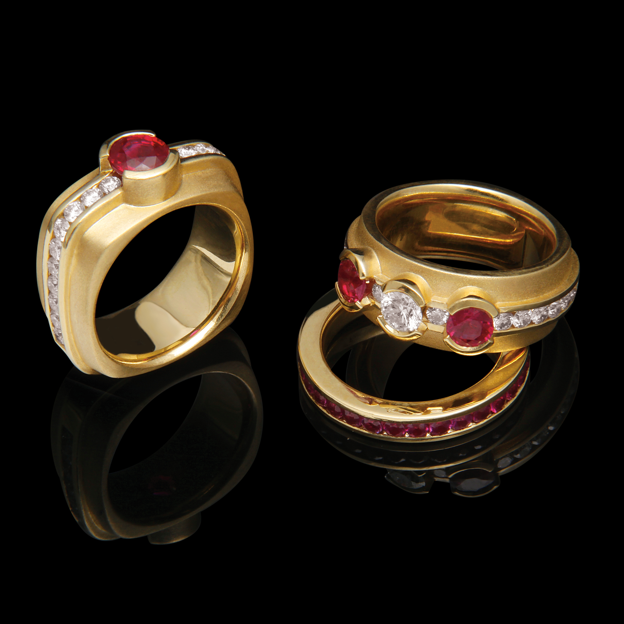 FRIDA | Fine Jewellery. Elska Collection. 18kt gold rings with diamonds and gemstones.