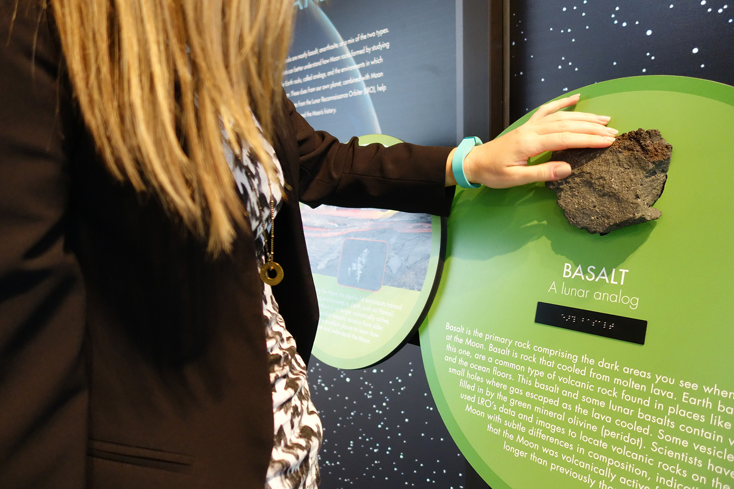 Moon-like Earth Tactile Reader Rail