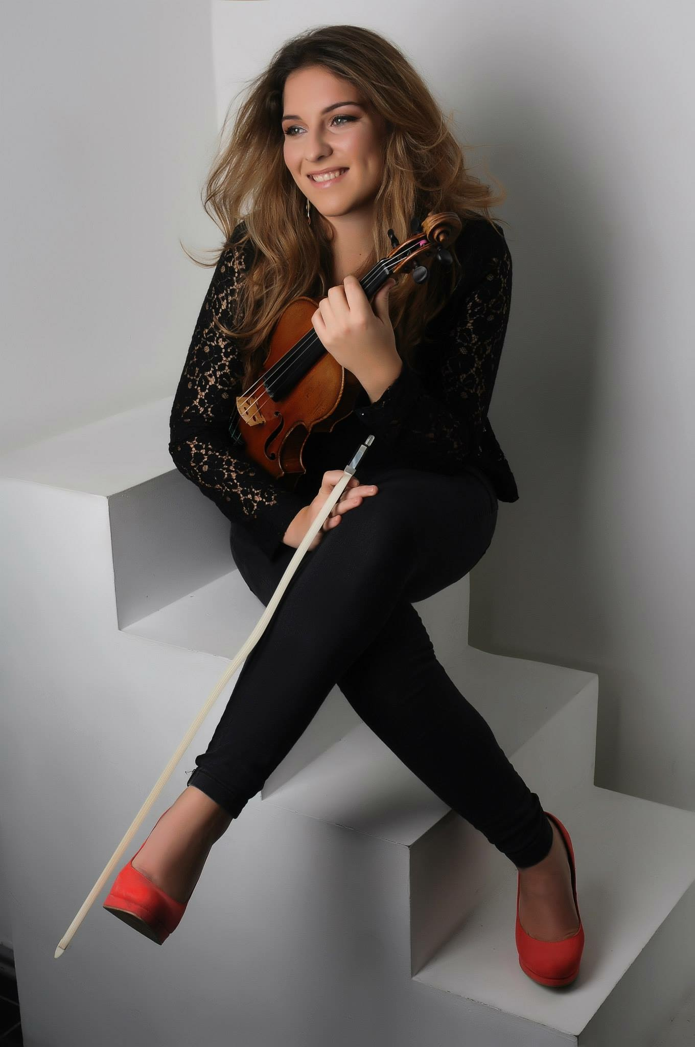 - Antonia graduated from the Royal Academy of Music with a First Class honours degree in 2015. Since then, she has been recipient of the Countess of Munster Award and a Chamber Music Fellow at the Academy. Antonia has won many prizes as a chamber musician with Trio Derazey, including the St Martin-in-the Field's chamber music competition, the Malta International Music Competition and she has won First Prize in the Verao Classico Festival in Portugal as a soloist. Antonia enjoys teaching her violin class at Brunel University and works as a freelance violinist playing for commercial recording sessions and for orchestras such as the London Concert Orchestra, Mozart Festival Orchestra and Aurora Orchestra. She is currently on trial for a principal position with the London Mozart Players. Antonia plays on a Francois Fent violin from Paris, circa 1780.