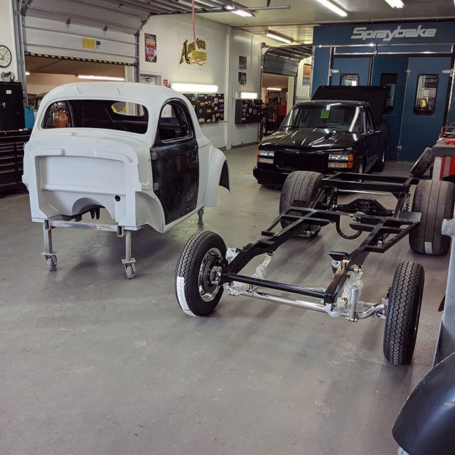 About to slap this Willy's body on this fresh Gasser Chassis 😎 going together for final mock up, then back off to final body work/paint . . . #american_gasser #americanmuscle #gasser #customcars #fabrication #hotrod #hotrods #classiccars #musclecars #racecar #classicsdaily #streetcar #custom #projectcar #streetmachine #musclekings #gearhead #smallblock #bigblock #hotrodsandmusclecars #gassernationusa #willys #willysgasser