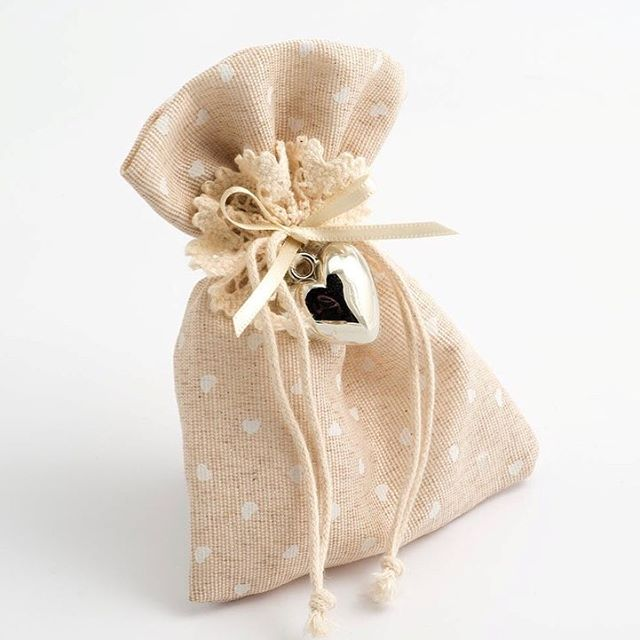 Beautiful hessian Favour Bags 😍 #favours #weddingfavours #partyfavours