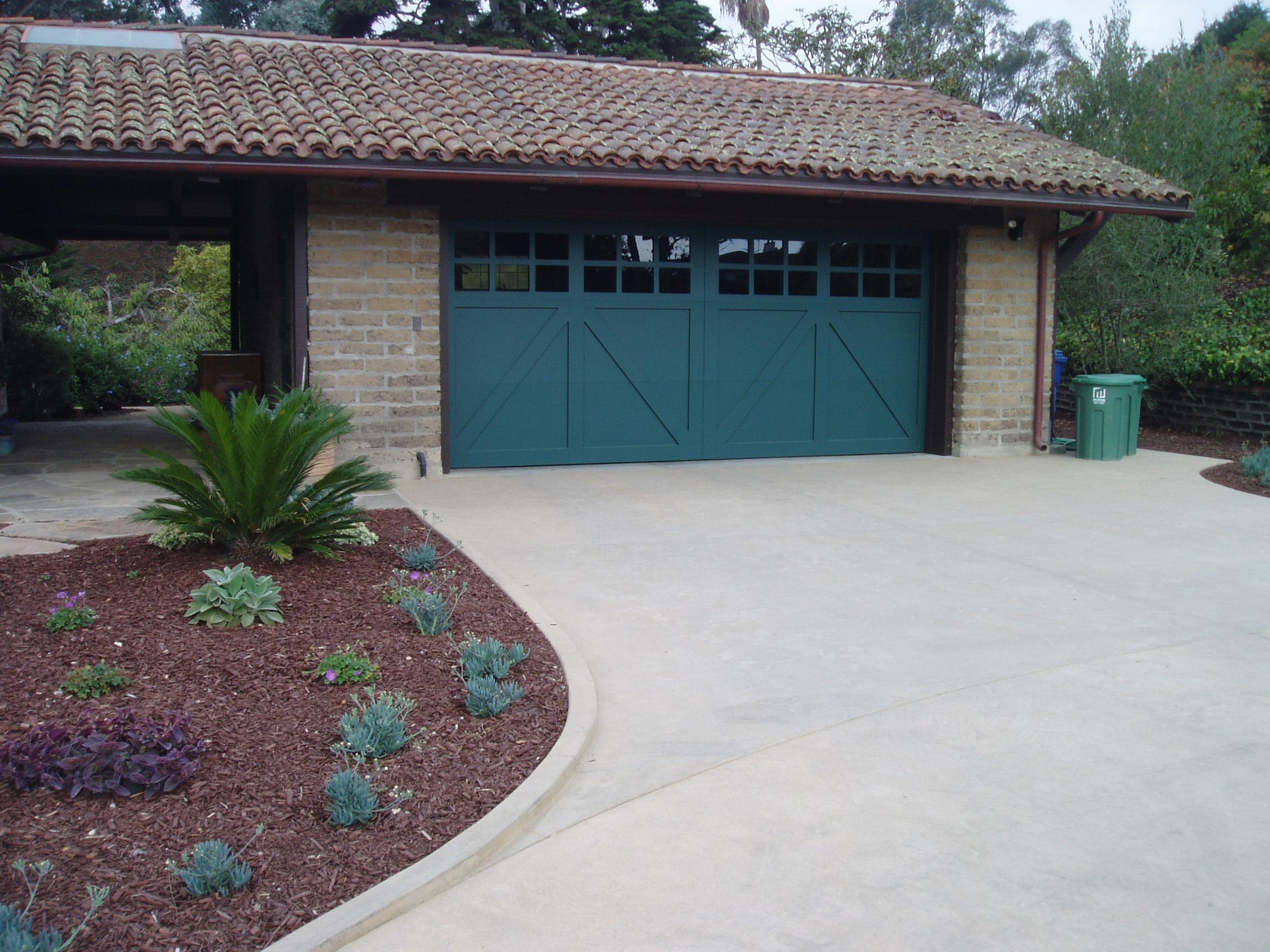 Kelmenson driveay and garage door.JPG