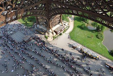 http_saf_app_line sitters_apple_tourist_tourism_paris_eiffel tower.jpg