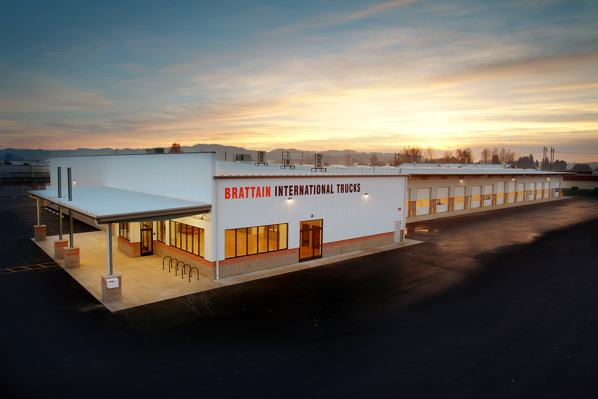 Commercial - A full-service build for the Northwest's leading truck company.view the full tour