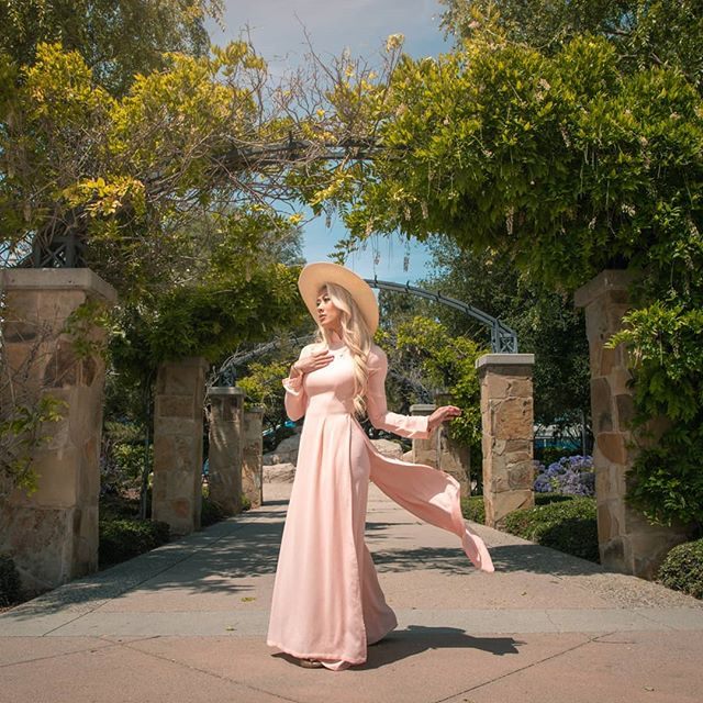 Coming to next year's New Year calendar that they give to your mom for free in the Asian supermarkets when she spends over $100 in groceries and tries to haggle for an extra calendar. Oh, is that just my mom? Ok.  Photo: @totomarvs  #totomarvs #mksolaphotography #california #aodai #vietnamesegown #vietnam #vietnamesedress #vietnamesetraditionaldress #aodaivietnam #fashionshoot #spring