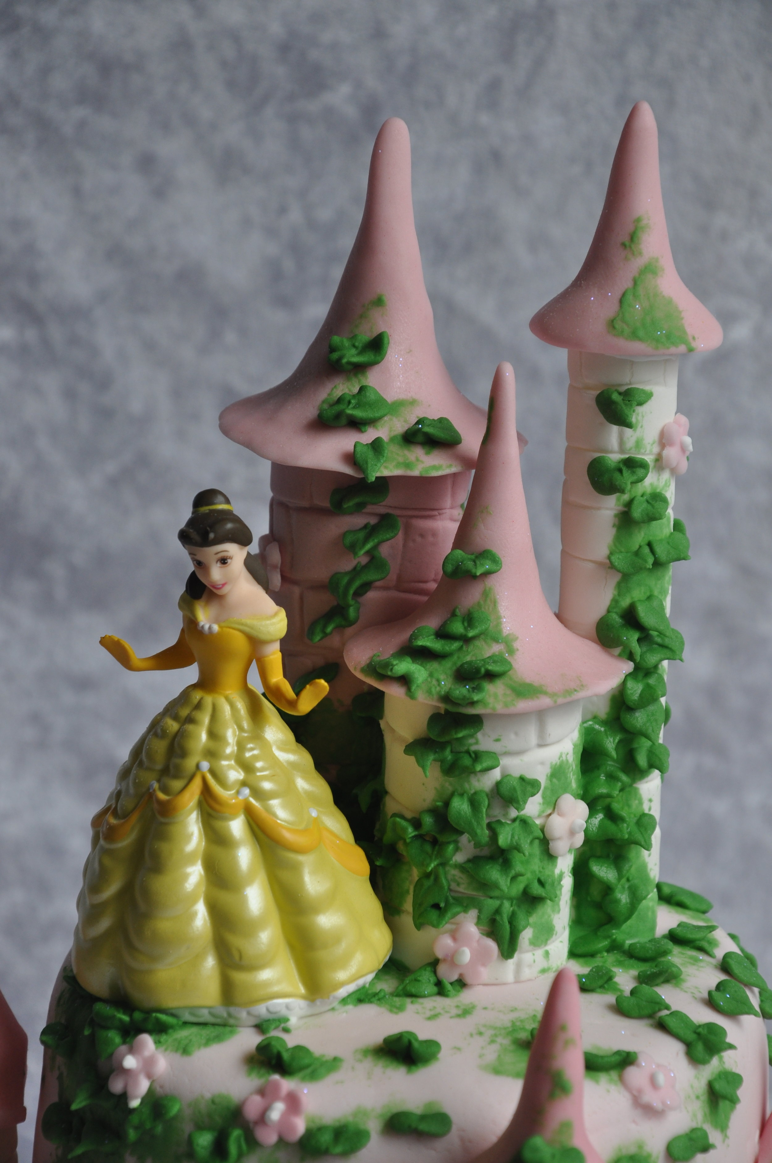 2012-06-22 Princess Castle Birthday Cake 01.JPG
