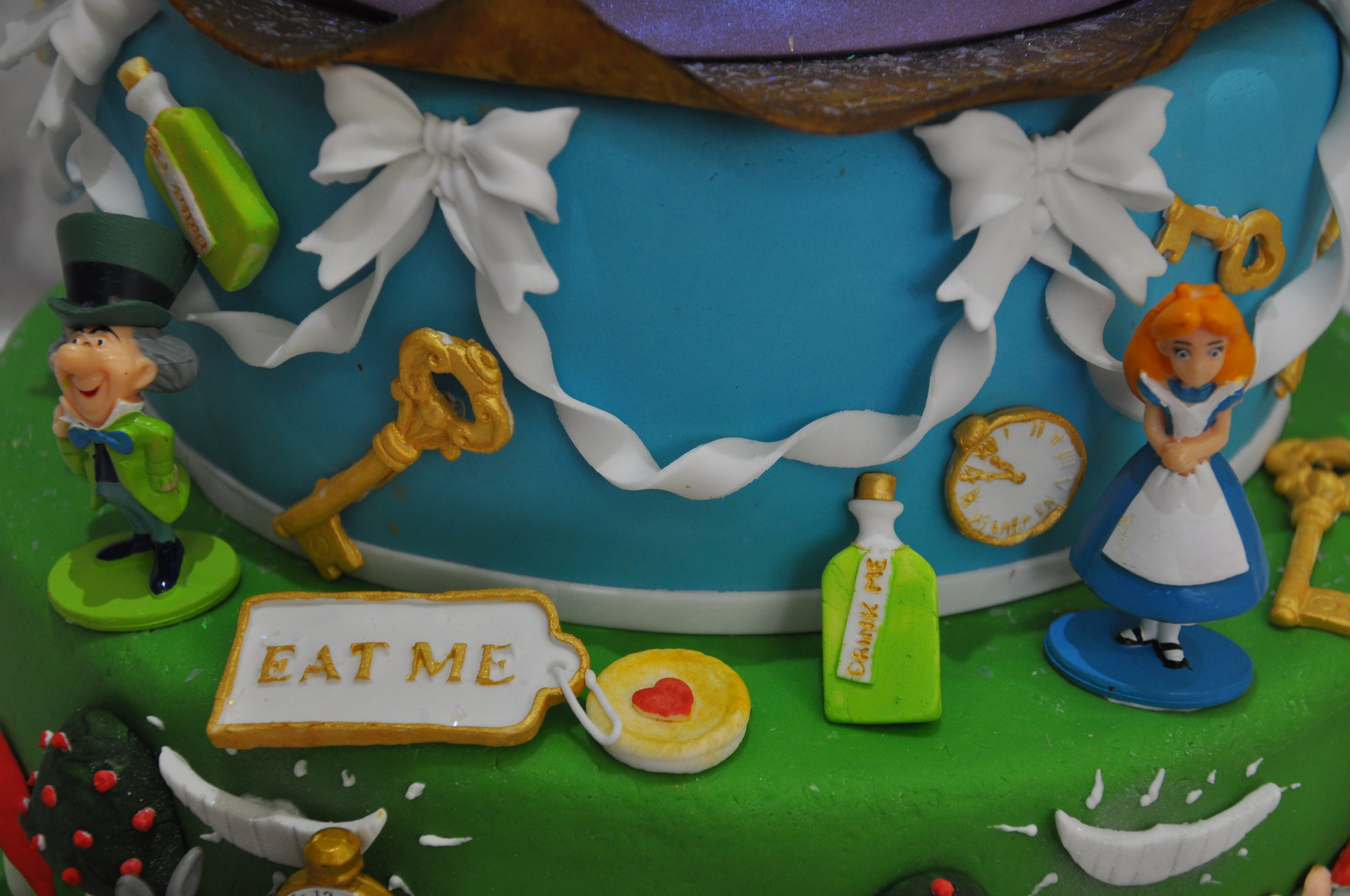 2015-04-25 Alice in Wonderland Birthday Cake 08.JPG