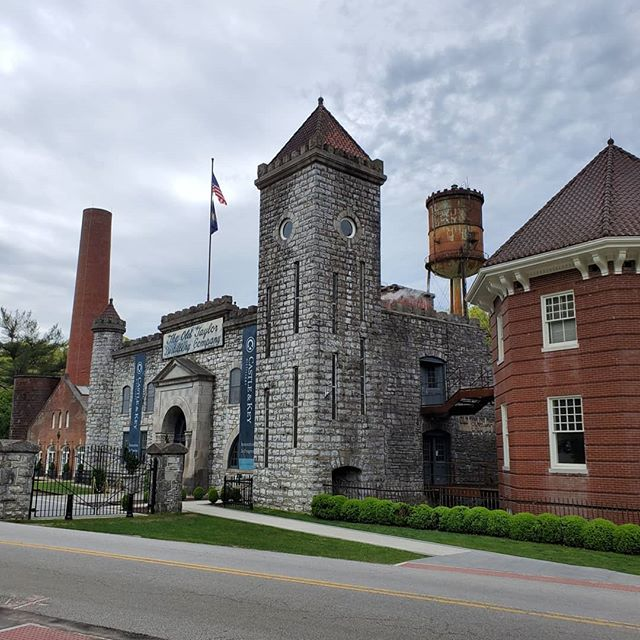 Castle & Key Distillery is an incredibly beautiful place to visit this time of year. Come with us and see for yourself! . . 📸 @castleandkey . . #bourbon #bourboncountry #nofilter #nofilterneeded #sharethelex #kentuckyproud #kentucky #tourism #tour #whiskeygram #whiskey #rustic