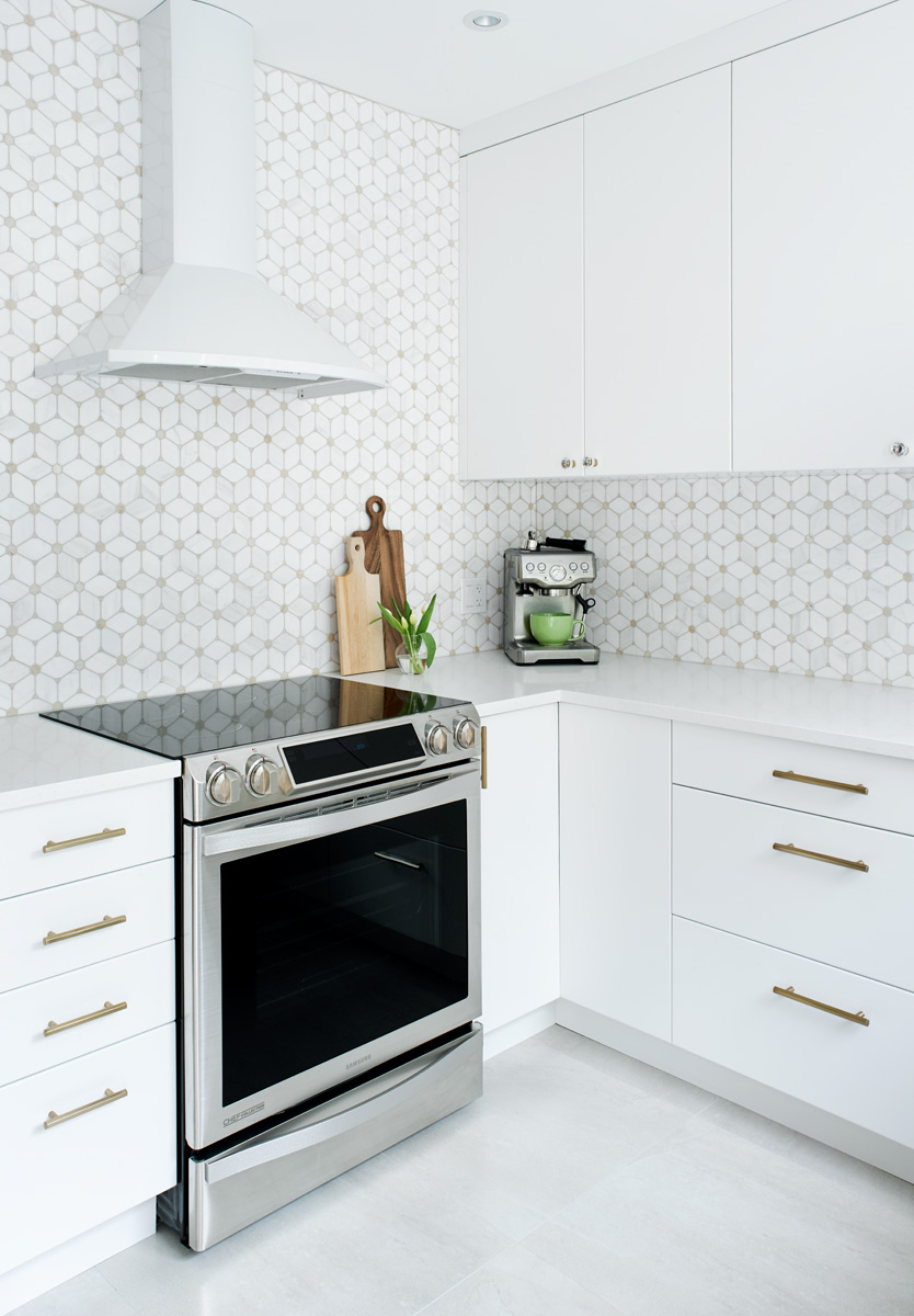 Cute White Kitchen by Linnea Lions