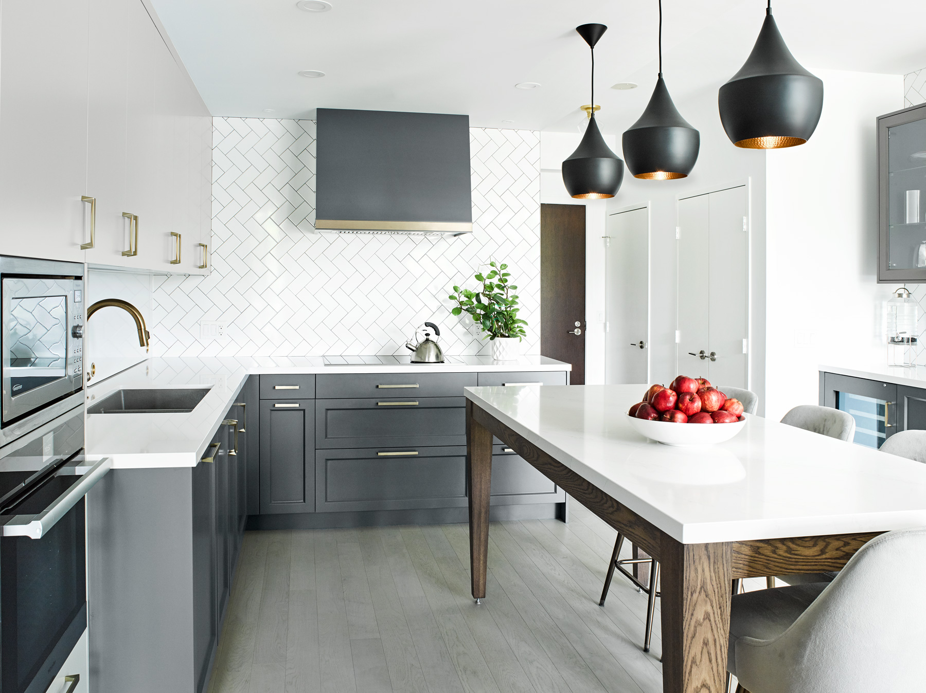 Eat in Kitchen with Tom Dixon Lights