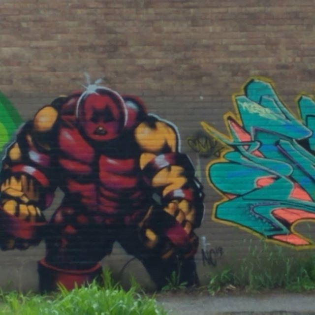 the graffiti artists are getting better and better.  cool art on a building near my home.  #chicago #graffiti