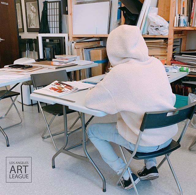Drawing time ✏️ . . . #pencildrawing #lifedrawing #laartleague #art #illustration #fashion #drawing #painting #portfolio #pinterest #아트리그 #포트폴리오준비 #미술학원 #입시미술전문학원 #엘에이 #미술 #펜슬드로잉 #일러스트레이션 #패션 #데일리 #일상 #인스타그램