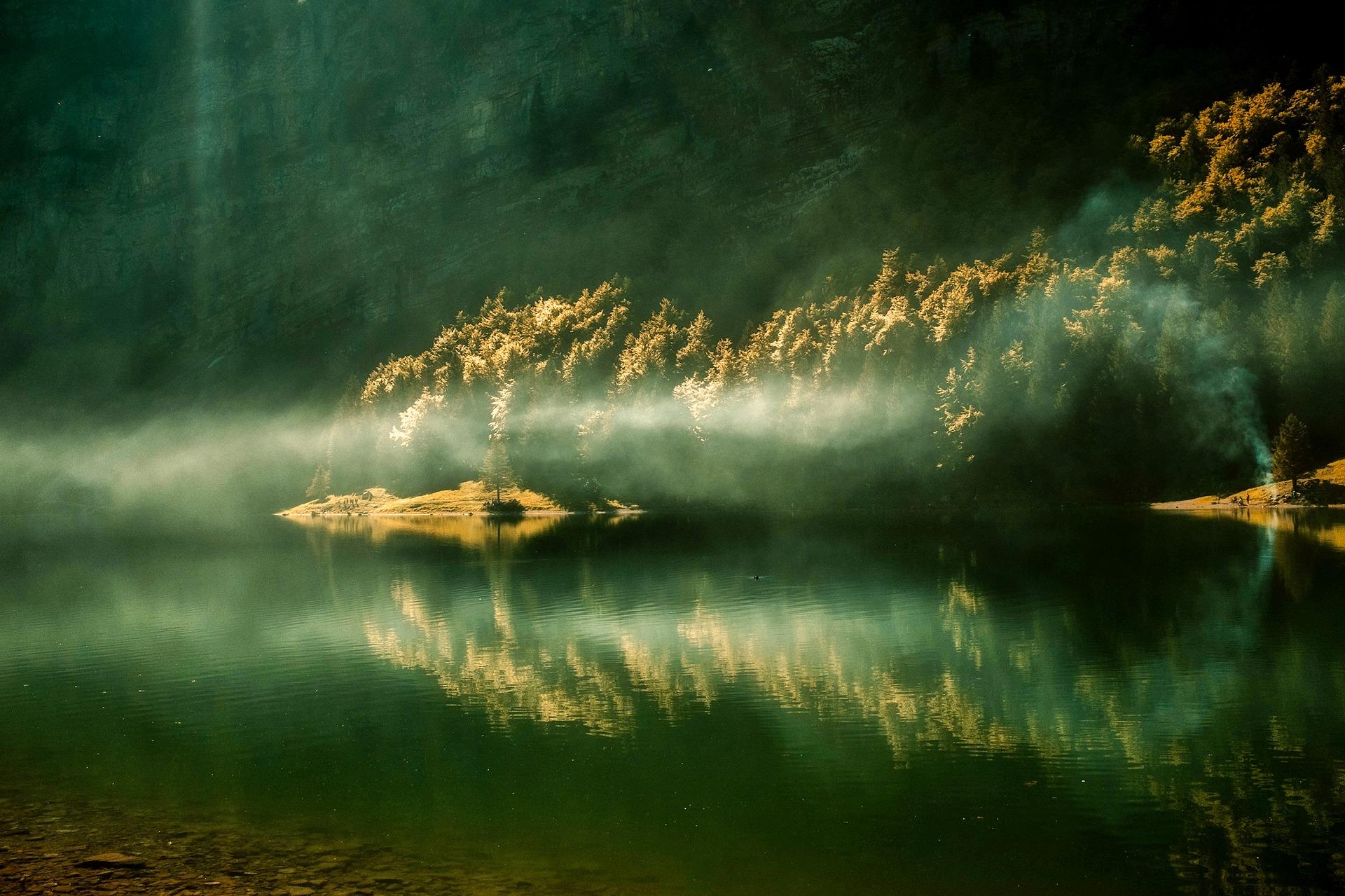 sunrise reflection-2380281_1920.jpg