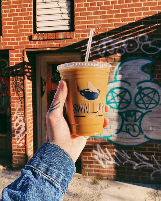 When the temperature outside hits 50° it's officially #ColdBrewSeason. 🥰 (But I'd be lying if I said I wasn't still drinking iced coffee when it was 14° outside... 🤷🏻♂️) #chrisdoesdrinks ☕️: @swallowcafenyc 📍: Williamsburg, NY • • • #coldbrew #icedcoffee #gay #icedcoffeeaddict #coldbrewcoffee #coffee #coffeegram #williamsburg #newyorkcity #nyc #brooklyn #brooklynphotographer #nycphotographer #graffiti #vsco #whatimholding #whatimdrinking #butfirstcoffee