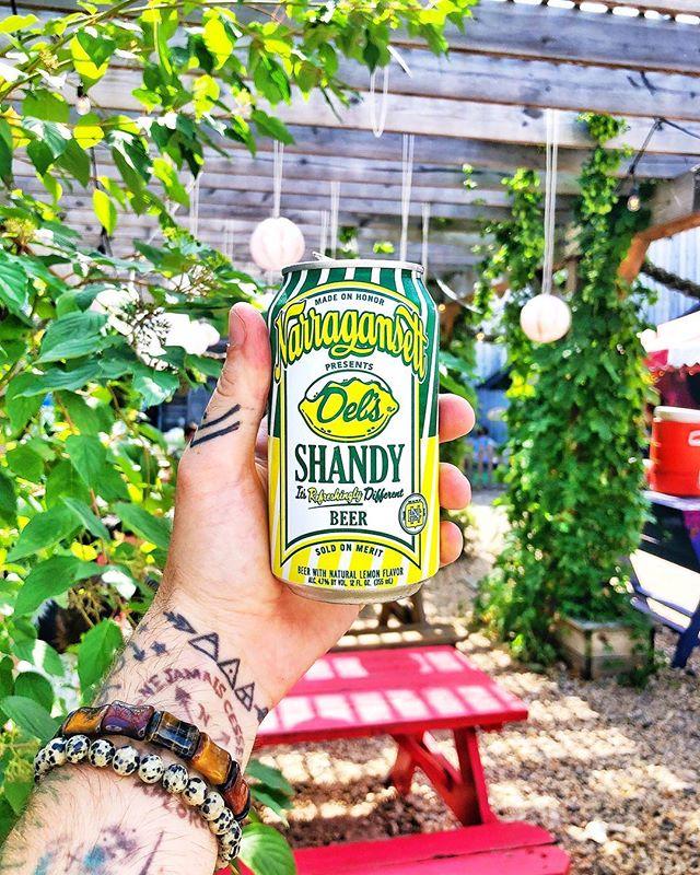 First post in New York City! 🏙  Also think I found my new favorite summer beer. Just LOOK at this beauty. 😍 #aesthetic #chrisdoesdrinks 🍺 @gansettbeer Shandy 🍋 📍 @brooklyn_crab . . . #brooklyn #brooklyncrab #redhook #redhookbrooklyn #beer #beerstagram #shandy #summershandy #summerbeer #whatimholding #handinframe #refreshing #lemon #retro #vintage #throwback #issavibe #newyork #newyorkcity #nyc #narragansett #whatimdrinking #vsco #brooklynbeer #brooklynbar