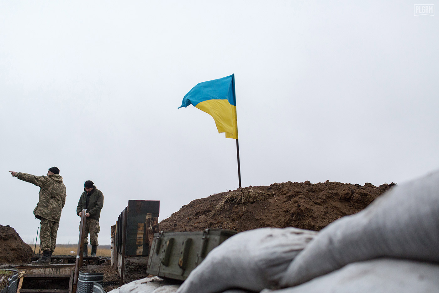 The Ukrainian flag flies in the wind over Ukrainian positions, while two soldiers talk about the situation in Donetsk.