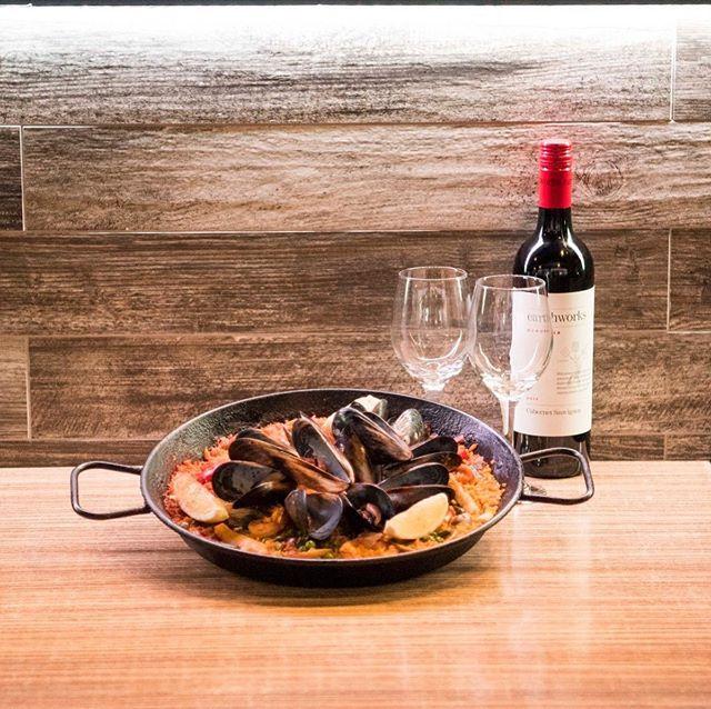 In Toros, Paella means party 💫✨🎊🎉 #eatdrinkrelax #torostapasandbardarlingharbour