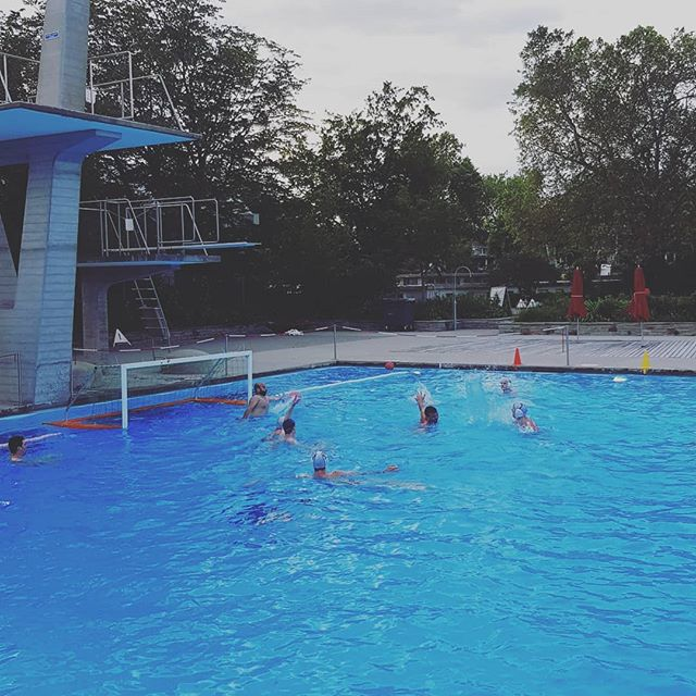 First outdoor training of the season #waterpolo#smzürich #wasserball #outdoorlife