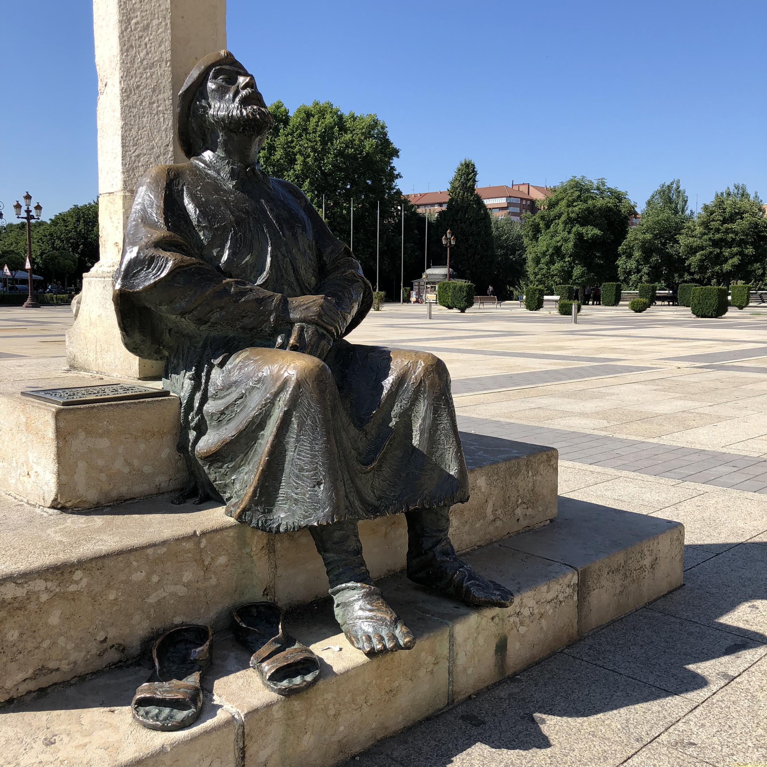 Statue in honour of the Pilgrim, in León.