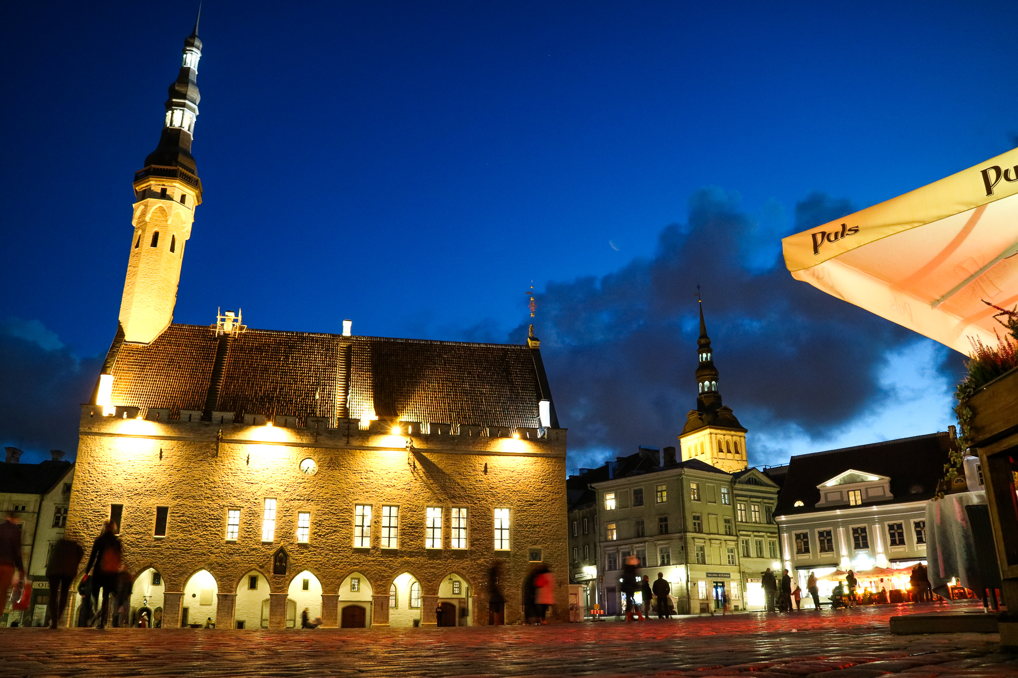 tallinn old town center at night.jpg