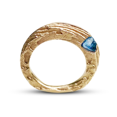 BLUE SPINEL AND 14K GOLD RING