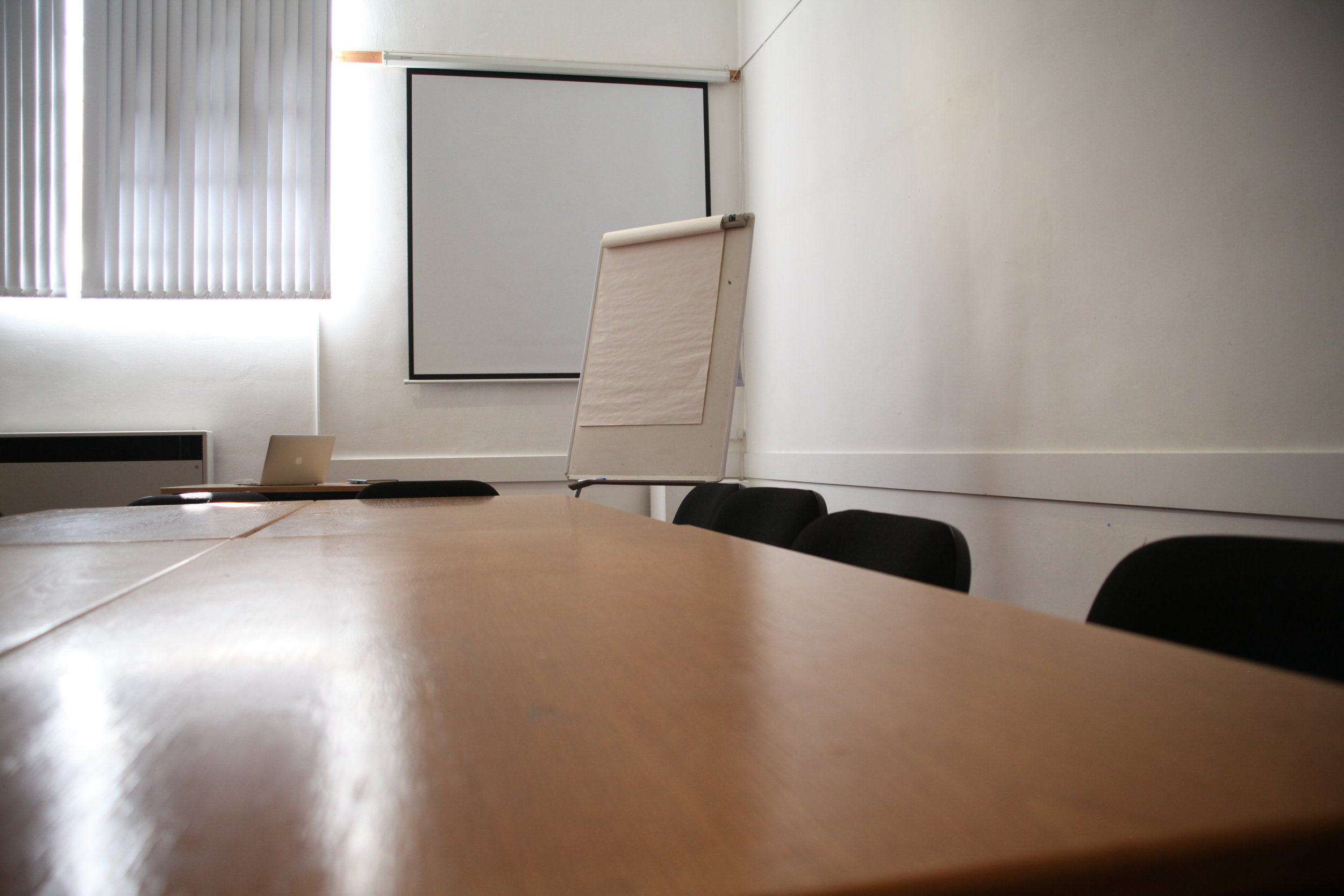 Meeting Room - Our meeting room is very popular with clubs, speaker societies and meditation groups. The space can accommodate between 20 -30 people cinema style and is perfect for small presentations or a breakout room for larger conferences. Room size: 23'4