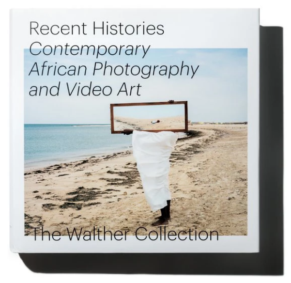 Daniela Baumann,Joshua Chuang,Oluremi C. Onabanjo,《Recent Histories: Contemporary African Photography and Video Art from the Walther Collection.》出版社:Steidl,,384頁,10張圖片。