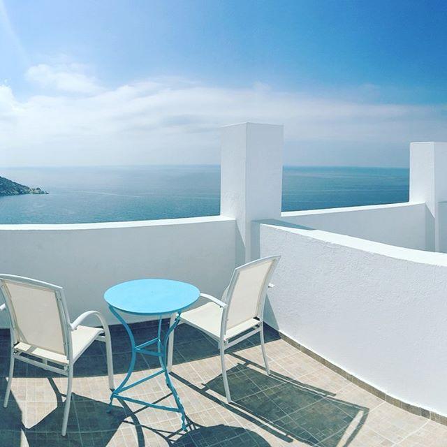 Bye Ios!! Next stop Crete to celebrate #toastthetheos 🇬🇷 . . . . . #ios #iosgreece #petradihotel #travelwelltraveloften