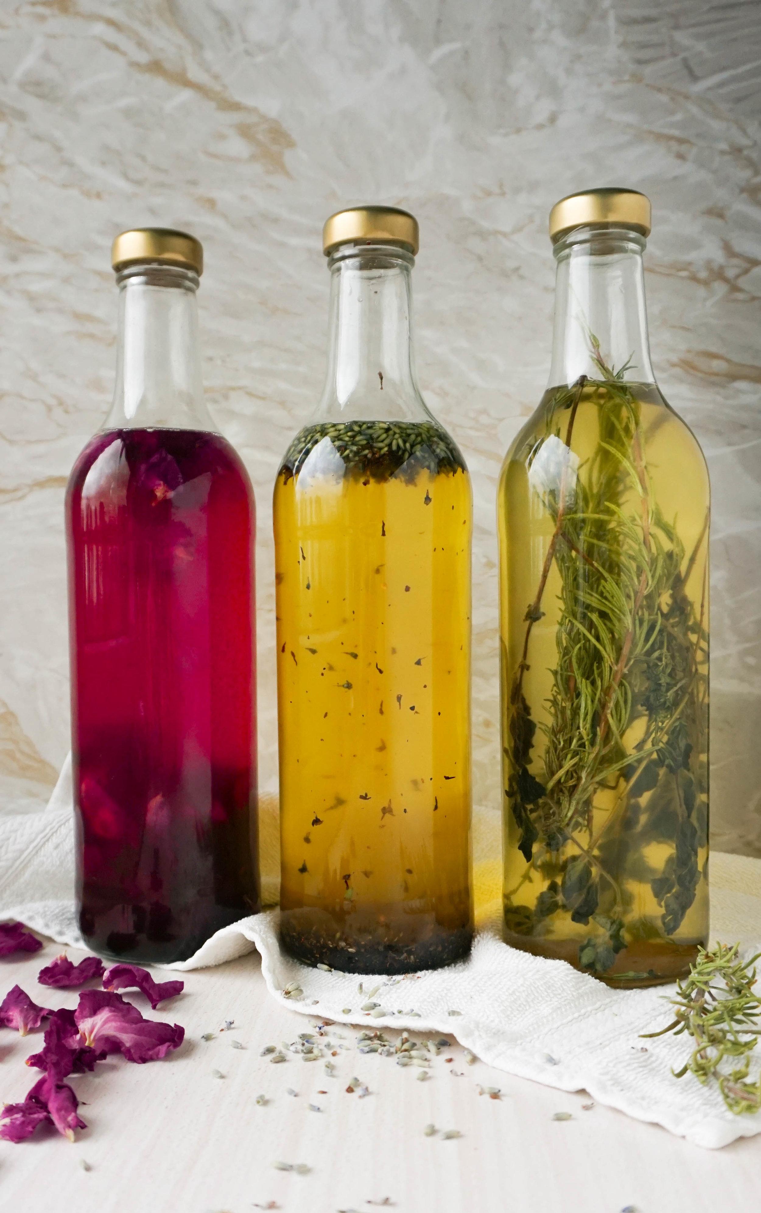 Du brauchst: - 3 Tassen High Oleic Sonnenblumenöl oder Olivenöl½ Tasse Cocosöl*, flüssig½ Teelöffel Sonnenblumenlecithin*10-20 Tropfen ätherisches Öl