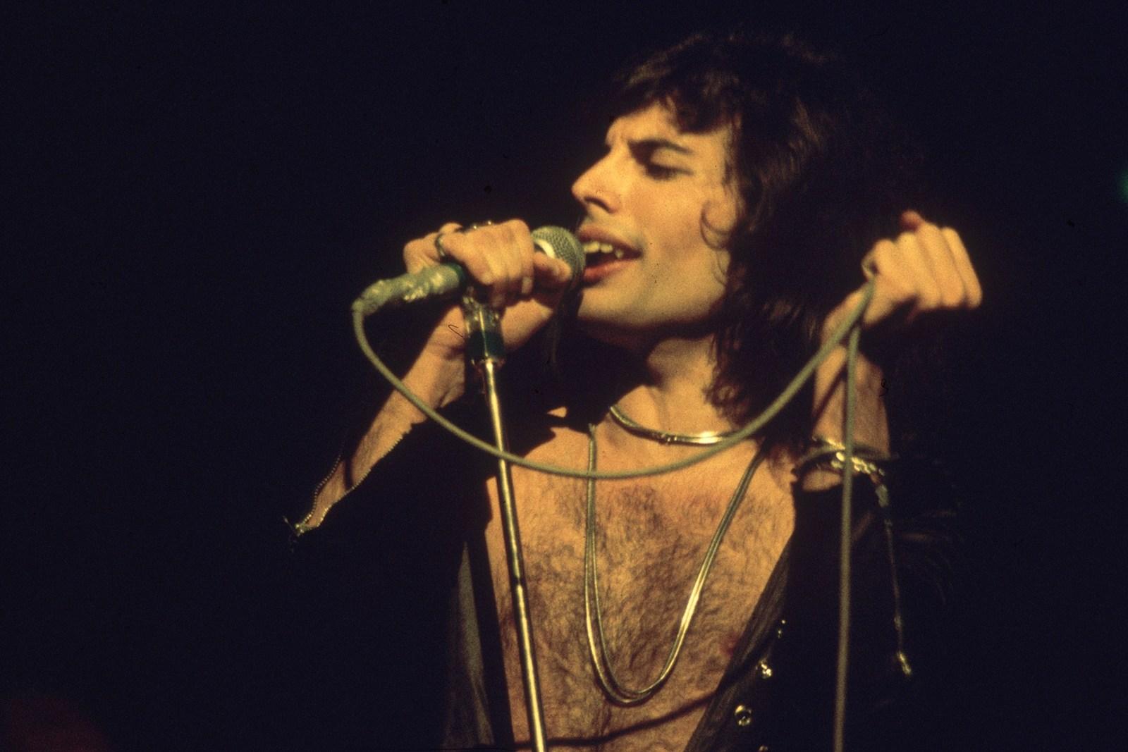 Freddie-Mercury-Queen-Photo.jpg