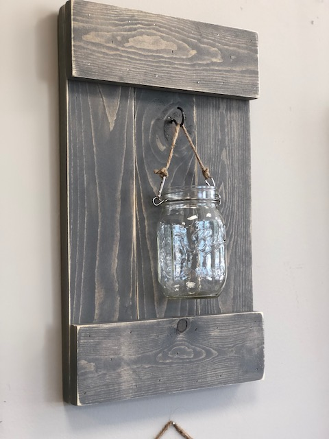 DIY wall sconce, how to make a pallet style hanging wall sconce from a 2x4 and mason jar