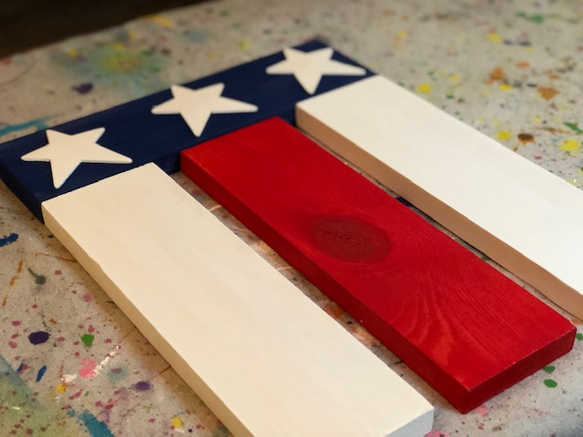 DIY hanging wood flag, make your own American flag at easy with this tutorial