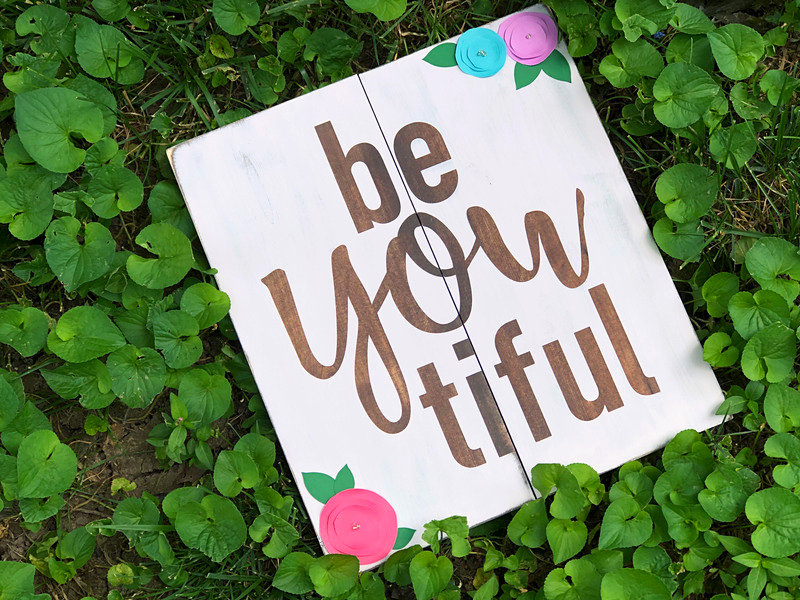beYOUtiful wood sign, how to make your own painted pallet sign
